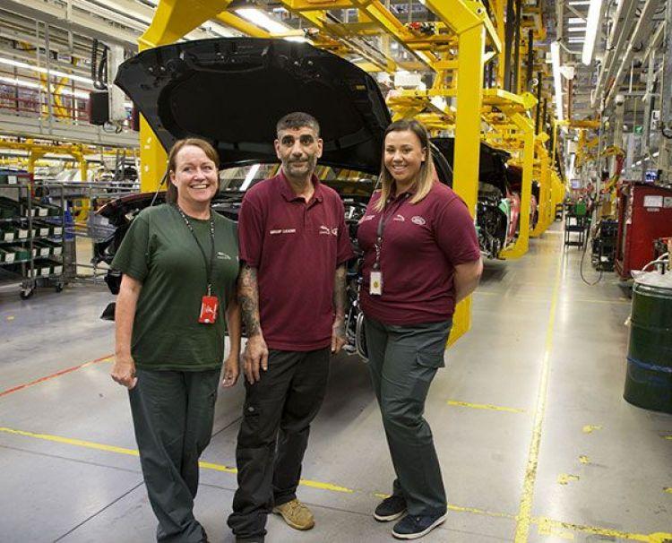 Workers at Jaguar Land Rover. © John Harris/reportdigital.co.uk