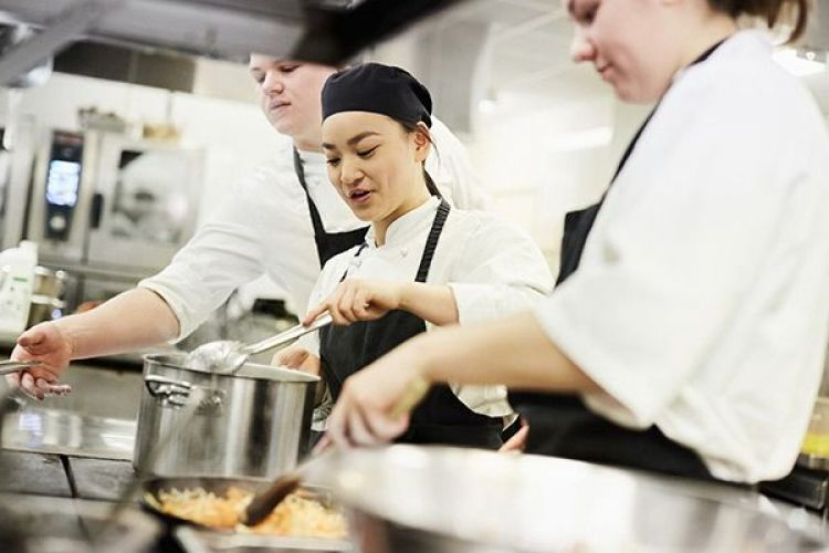 Kitchen staff. Photo: Maskot